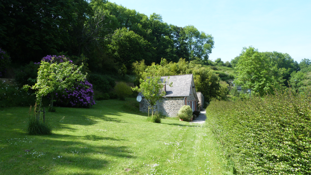 gite-location-mer-urville-nacqueville-cotentin-cherbourg-hague-facade-jardin