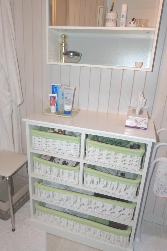 Salle de bain du gite et un espace de rangement